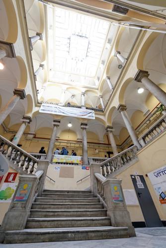 Genova - istituto Vittorio Emanuele Ruffini - una scuola in palazzo di pregio, che soffre del degrado che caratterizza molti edifici pubblici
